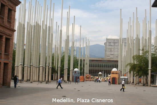 0896_medellin_plaza_cisneros.jpg